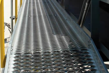 Diamond safety grating walkway installed on elevated walkways
