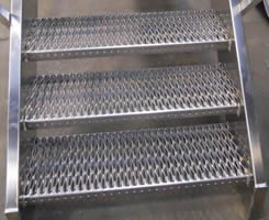 4 sheets stainless steel safety grating stair treads used with planks